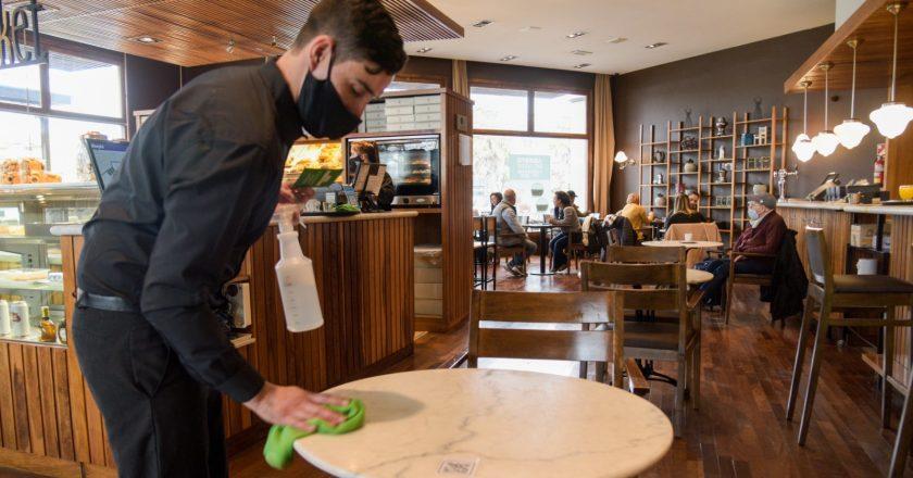 Estado de alerta y asambleas de gastronómicos de Mar del Plata por demandas salariales