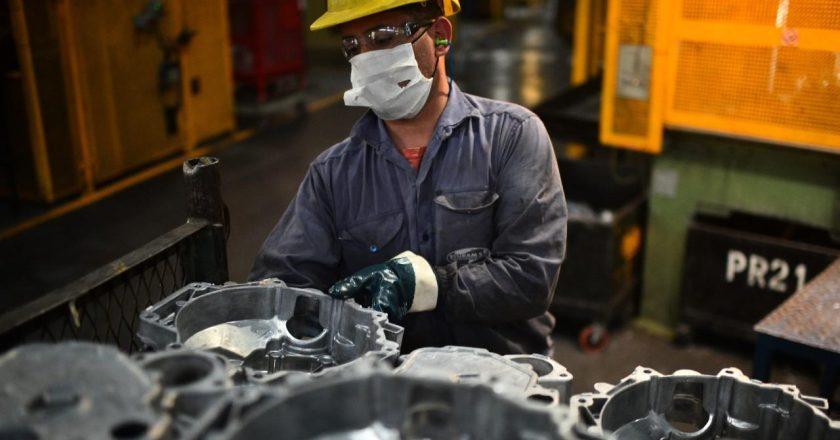 A pesar del repunte final, el empleo en la actividad metalúrgica cayó 2,5% en 2020