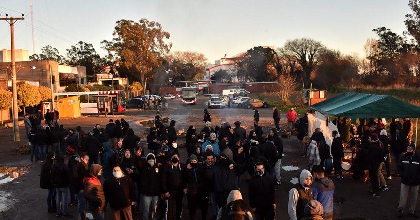La oposición desacreditó a la conducción de la UTA marplatense y levantó la huelga cuando depositaron los salarios