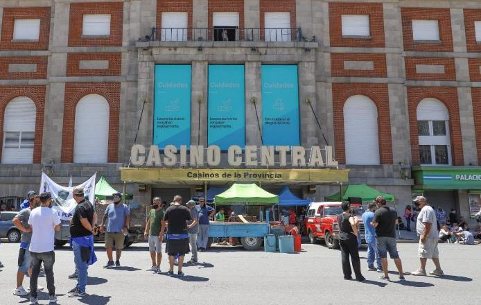 Acampe frente al Casino Central de la provincia de Buenos Aires en reclamo de democratización sindical