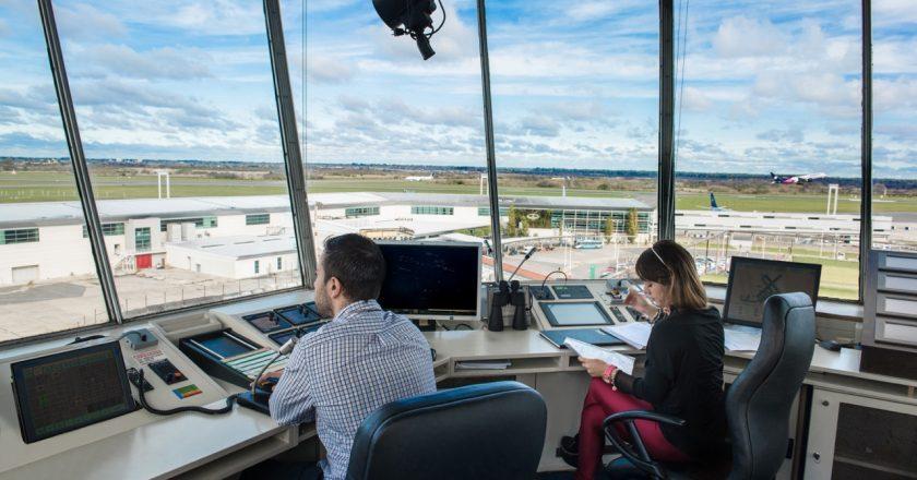 Controladores aéreos acuerdan primera instancia de recomposición salarial