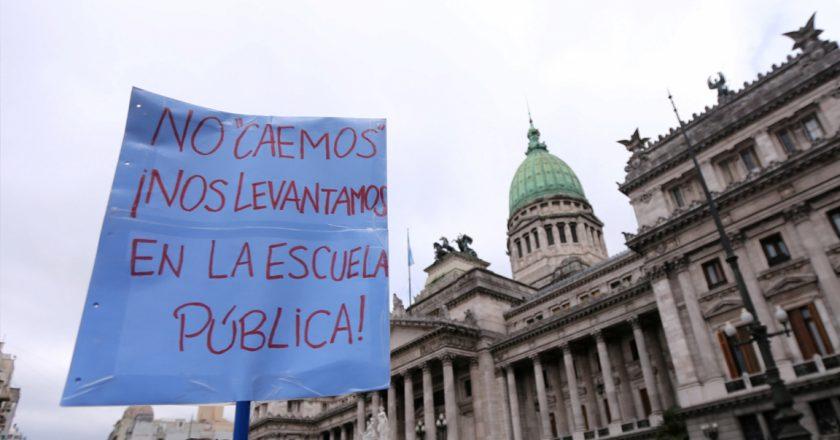 Gremios y dirigentes docentes indignados contra la Fundación Mauricio Macri