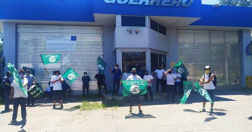 Fuerte respaldo sindical al secretario gremial de Smata detenido durante la protesta por 23 despidos en Guerrero Motos