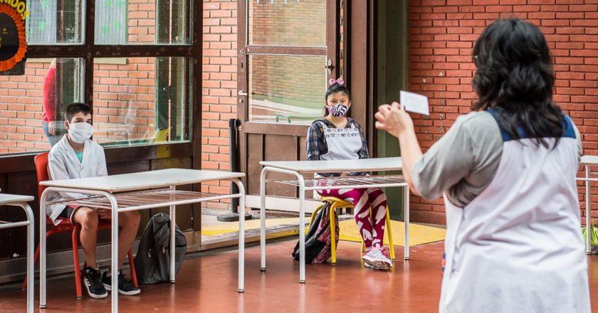 Los gremios y el Gobierno porteño discuten el regreso a clases presenciales frente al aumento de casos