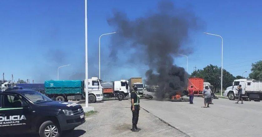 Reunión de transportistas con funcionarios para intentar destrabar un conflicto que ya impacta en la industria