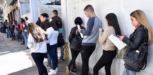 Caída de empleo: los más afectados fueron los jóvenes de bajo nivel educativo con trabajos informales