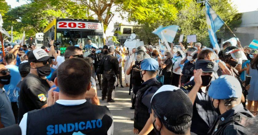 #EXCLUSIVO La palabra de los sindicalistas que estuvieron en Olivos el #27F: «Nos insultaban nos escupían, nos pegaban, nos rompieron los vehículos y nos robaron las banderas»