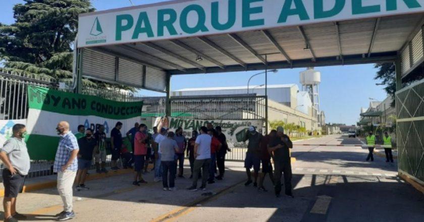 Cumple una semana el bloqueo de Moyano al Parque Ader por el encuadre de medio centenar de camioneros y los empresarios buscan llevar el conflicto a la Justicia