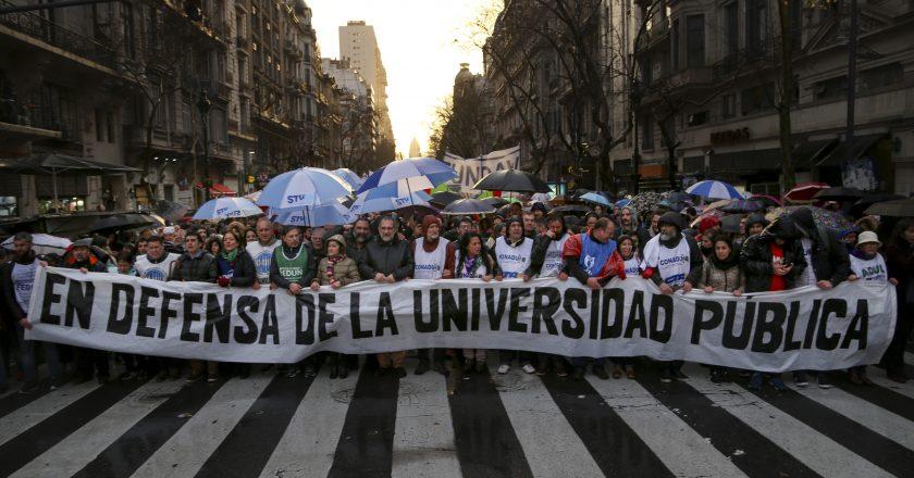 Docentes universitarios piden «urgente» convocatoria a paritaria y un aumento del 35% con cláusula de revisión