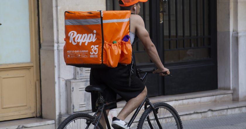 Repartidores de PedidosYa y Rappi encaran un nuevo paro en reclamo de un aumento de 100% de la tarifa por pago de envío