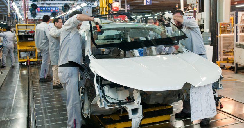 La industria crece 30% interanual y SMATA se entusiasma con una producción de 480.000 autos en 2021