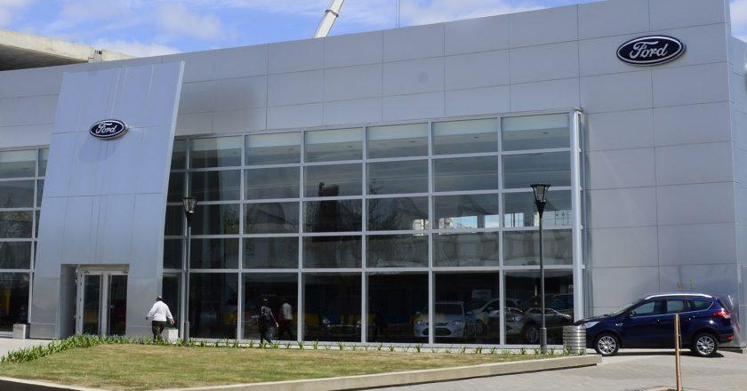 Concesionarias afirman que Ford no cumplió plazos de preaviso en los cierres y acusan al nuevo CEO de retacear indemnizaciones