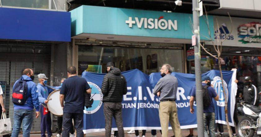 Tras ganar en la justicia la representación de los trabajadores de ópticas, empleados del Vidrio paralizan la cadena +Visión para que aplique el convenio colectivo