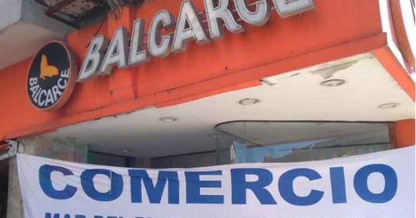 Empleados de Comercio tomaron los locales de Postres Balcarce en simultáneo para protestar por deudas salariales