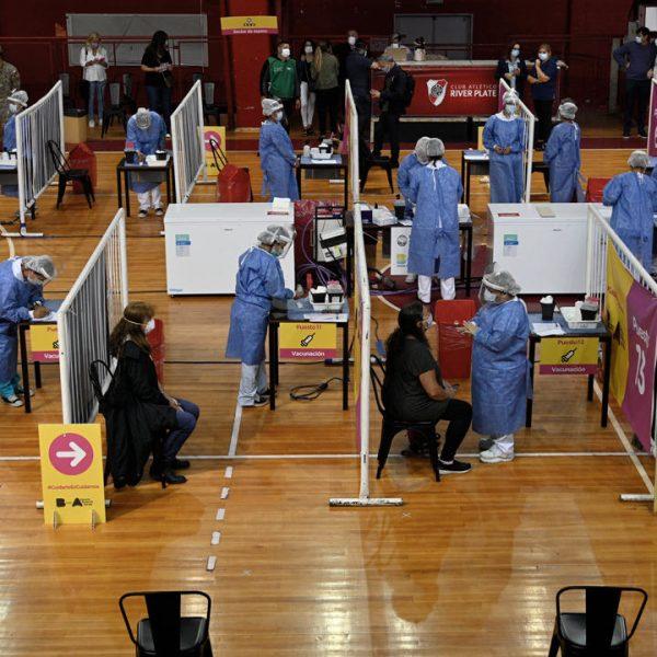 El Gobierno suspendió la resolución que obligaba a personas de riesgo a volver al trabajo presencial tras vacunarse