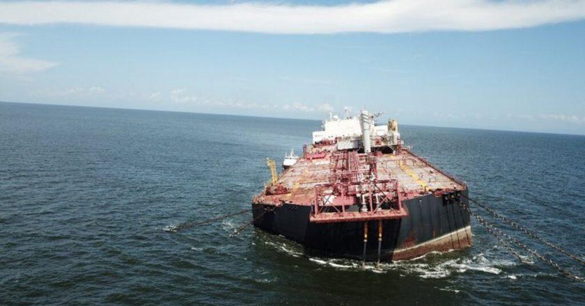 Sin respuestas al reclamo de ser incluidos como prioritarios en el plan de vacunación, marítimos paralizan los buques hidrocarburíferos