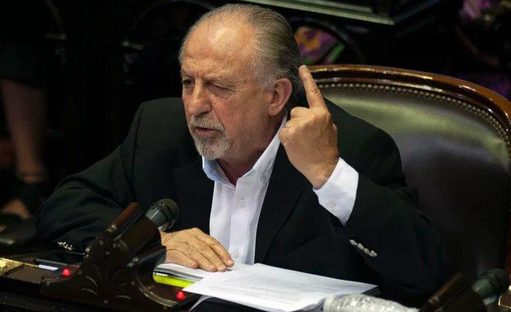 Yasky dijo que el movimiento sindical va a garantizar que «ningún salario quede por debajo de la inflación» y pidió que se liberen las patentes de las vacunas
