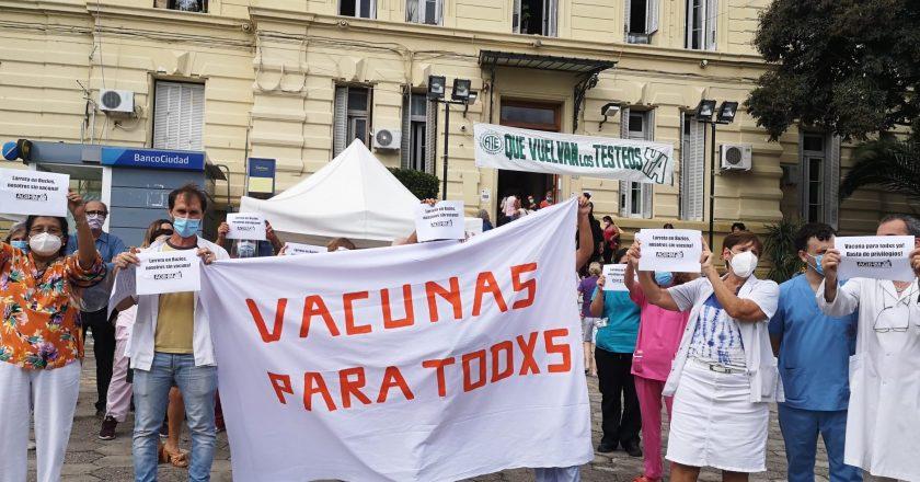 Trabajadores del Hospital Neuropsiquiátrico Moyano protestaron por la «falta de vacunas a trabajadores esenciales»