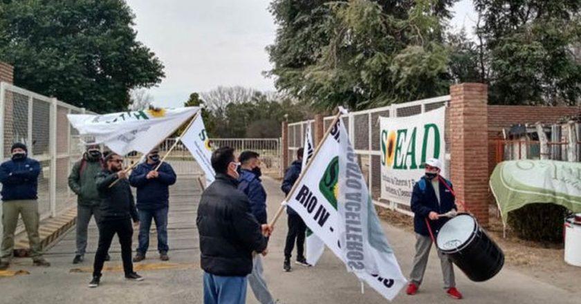 Cómo hizo en Lavallol, Dánica amenaza con cerrar su planta en San Luis y Aceiteros la acusa de «sembrar el miedo para cosechar un acuerdo a la baja»