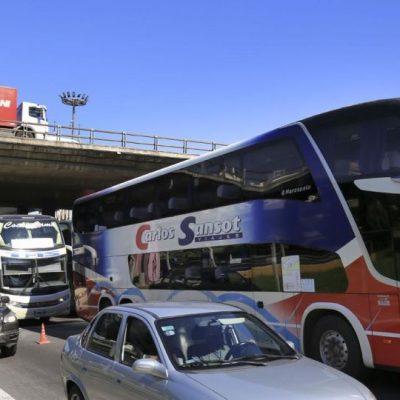 Meoni faltó a la paritaria de la UTA y Fernández anunció un paro total del transporte de larga distancia para este fin de semana