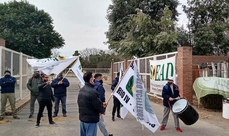 Dánica pidió vía libre para despedir, Aceiteros reclamó que demuestre la crisis y Trabajo volvió a convocarlos la semana próxima