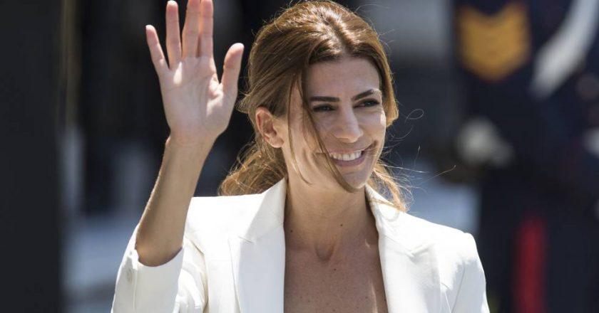 Denuncian que Awada, firma de la esposa de Macri, aprieta a los empleados para que «renuncien» y así eludir la prohibición y no pagar indemnización