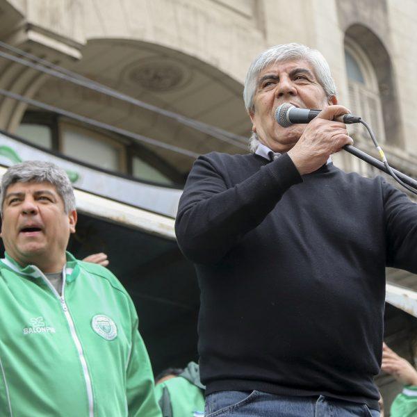 Moyano consiguió que De Narvaez le pague más de 300 mil pesos a cada Camionero de Walmart en concepto de indemnización