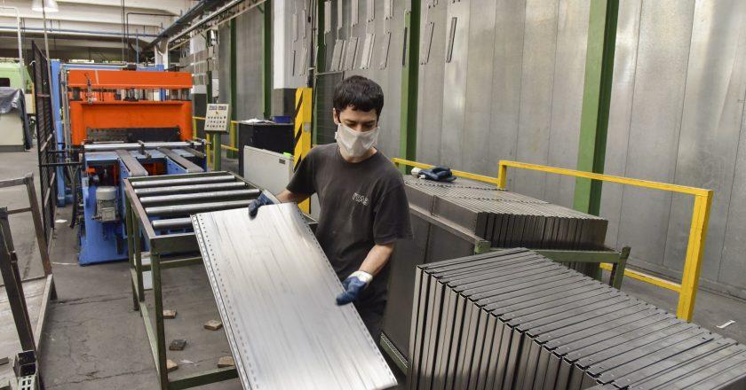 En el primer trimestre del año, se desaceleró el impulso del empleo en la industria que ahora genera unos 1.100 puestos de trabajo mensuales