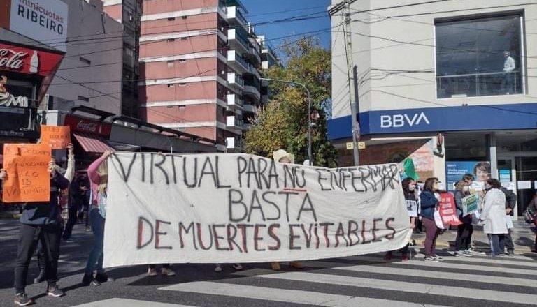 En el marco del récord de contagios, los gremios docentes porteños insisten en la suspensión de la presencialidad