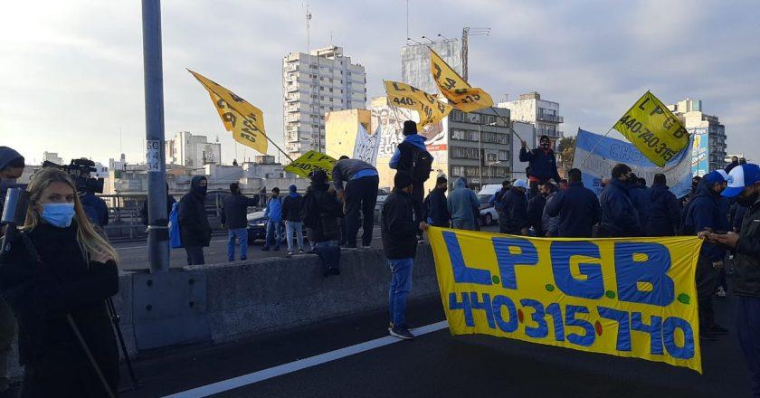 Los choferes salen a meterle presión a Roberto Fernández y vuelven a cortar los accesos a Capital