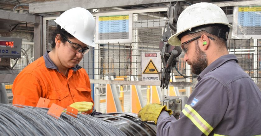 Con casi un cuarto de la planta contagiada, los metalúrgicos de Acindar Villa Constitución piden ser incluidos en el plan de vacunación