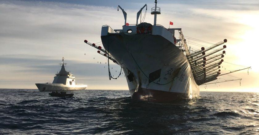 Con 4 muertos en la última semana y 20 tripulaciones enteras aisladas, gremios marítimos empezaron un paro total en reclamo de vacunación para el sector