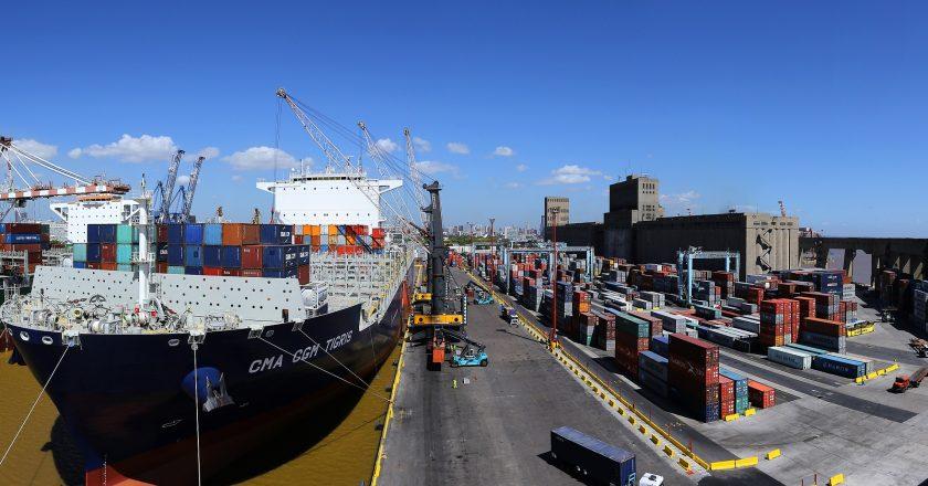 En medio de la ola de contagios a bordo, la Federación Marítima convocó a una huelga general para este jueves en reclamo de vacunación para los trabajadores del sector