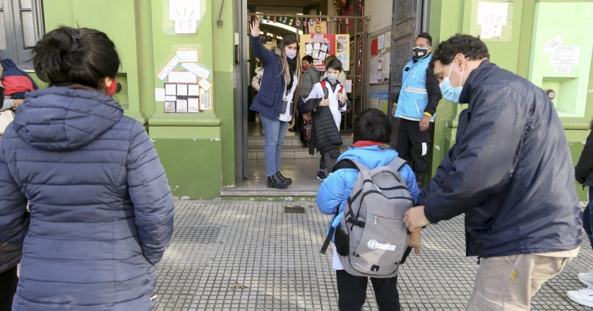 Gremios confirman el fallecimiento de otros dos docentes porteños a causa del Covid-19 y refuerzan las protestas contra la presencialidad