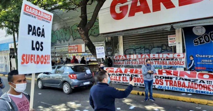 Se agrava el conflicto en Garbarino y hoy habrá movilización del personal a la oficina del dueño