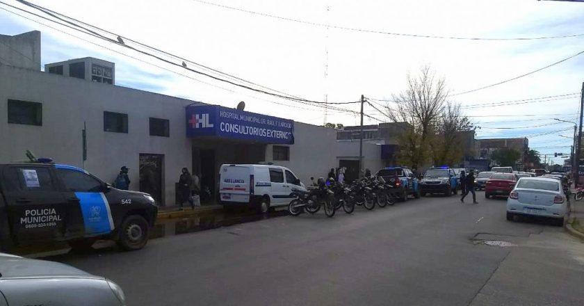 En plena segunda ola, la policía de San Miguel le pegó a los médicos del Hospital Público que se reunían para hacer una asamblea