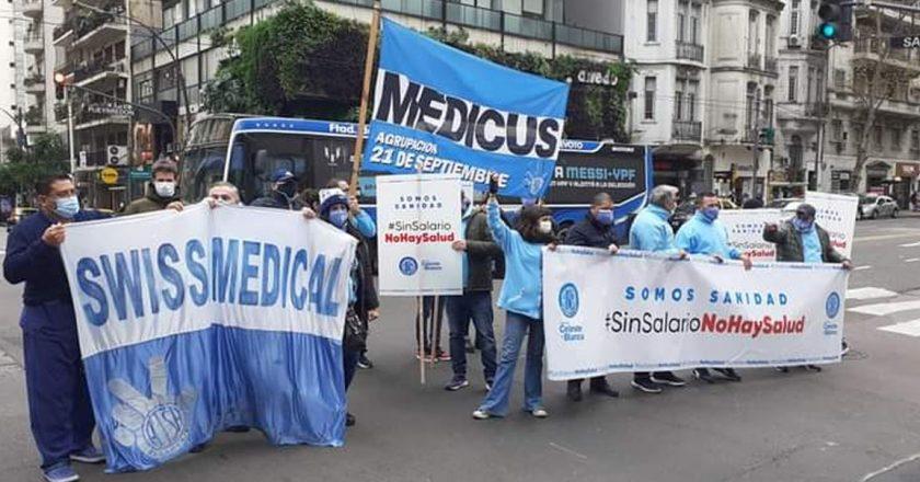 Mientras preocupa la diseminación de la variante Delta, trabajadores de Sanidad protestan en las calles porque las empresas de salud niegan aumento de salario