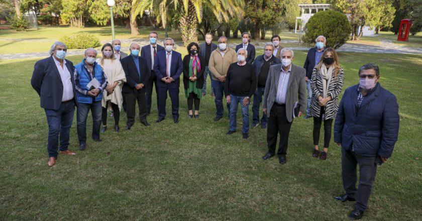 Alberto cumple su promesa a la CGT y pone límites a los traspasos de obras sociales