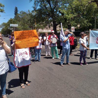 «No podemos seguir trabajando gratis para el Estado», el reclamo de los profesionales de la salud de San Luis