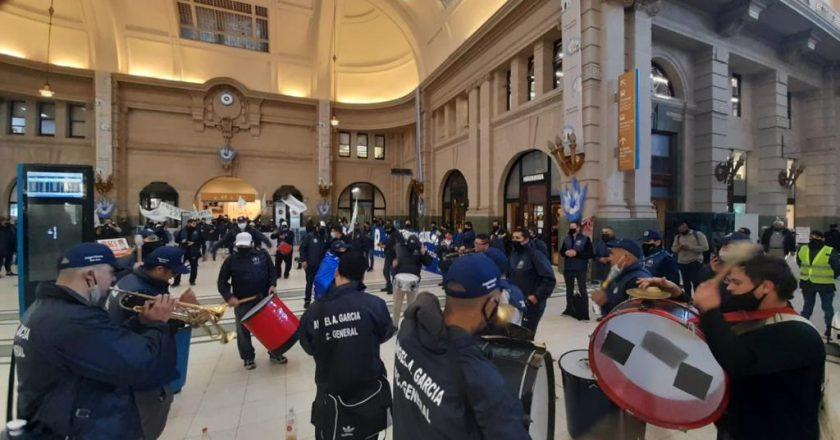 Tras el bloqueo de boleterías y la liberación de molinetes, trabajadores de Seguridad Privada abren canal de negociación para frenar la violación de su convenio
