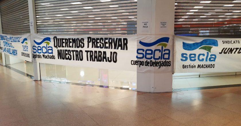 Trabajadores tomaron las sucursales de Garbarino del Alto Avellaneda y Lanús, reclaman tres meses de sueldos