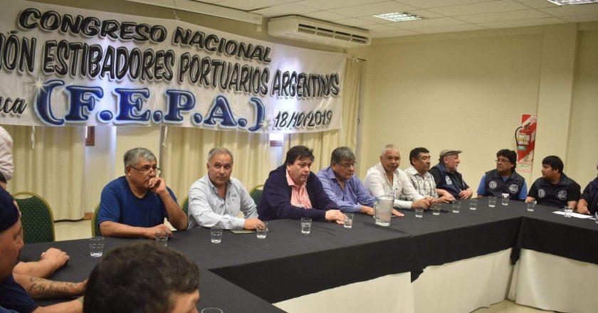 Estibadores amenazaron con una huelga en los puertos que ya estaban parados y al final la levantaron