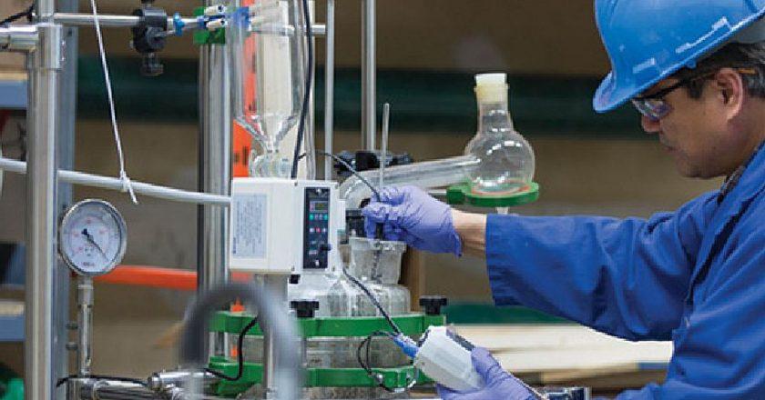 Químicos se cuelan entre los mejores acuerdos del año y firman una recomposición del 42% por 8 meses