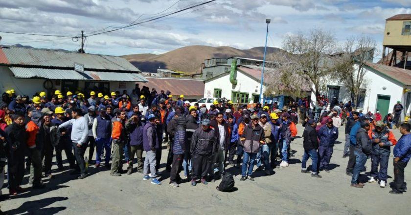 Entregan en Jujuy seguro de desempleo a cerca de 400 trabajadores despedidos de la empresa minera El Aguilar
