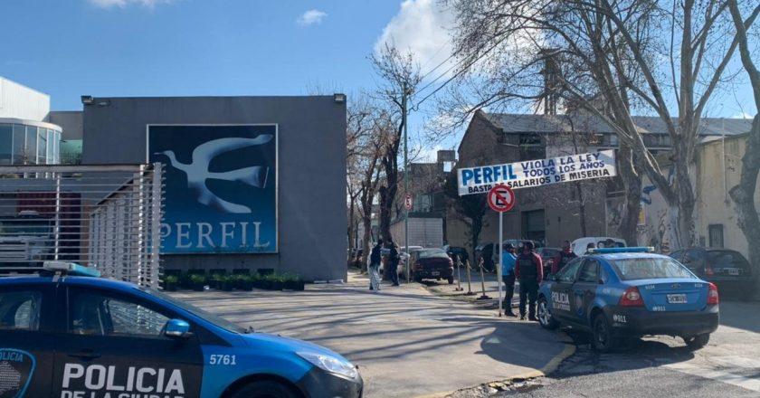 #LIbertadDeExpresión Fontevecchia le mandó la policía a los trabajadores de Perfil que reclamaban el pago del aguinaldo