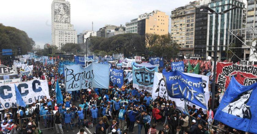 Cortocircuito entre los movimientos sociales por sus posiciones respecto de la crisis política que atraviesa Alberto