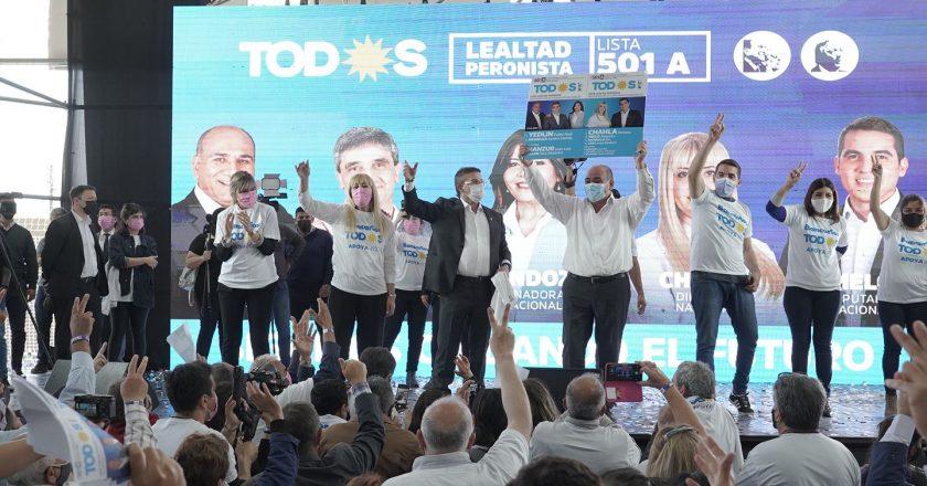 Cisneros reunió a miles de bancarios y le dio el respaldo a la lista que lidera Manzur