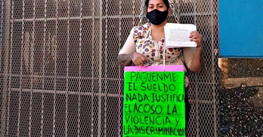 Sindicalista gastronómica de Rosario se encadenó a la sede de Uthgra porque la dejaron sin salario ni obra social