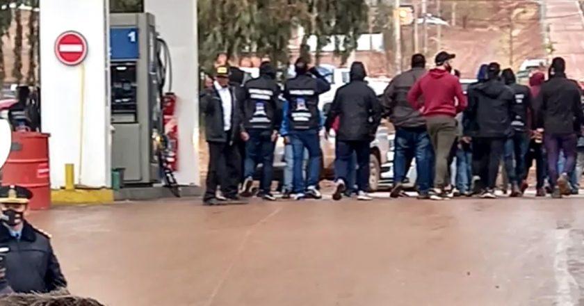 Opositores del gremio petrolero más importante del país denunciaron que fueron atacados, que les robaron y les destruyeron los vehículos