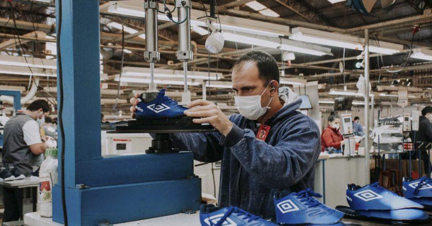 Luego de 13 meses consecutivos en alza, se estancó la creación de empleo industrial